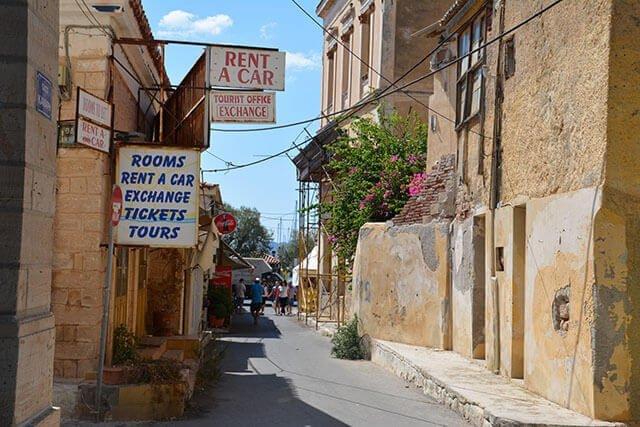 Bakgata i Aegina Stad